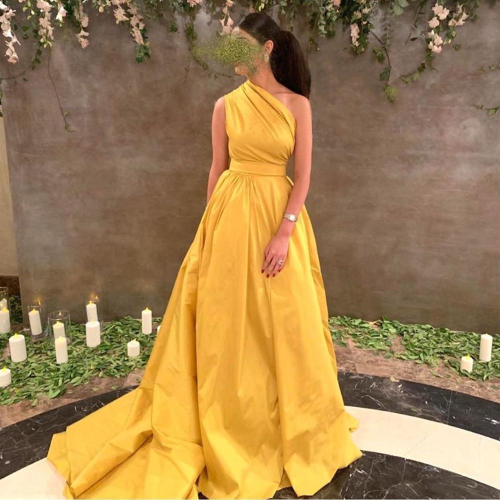 فستان سهرة طويل غير متماثل ، كتف عاري ، ساتان ، أصفر ، فستان حفلة أنيق ، 2020