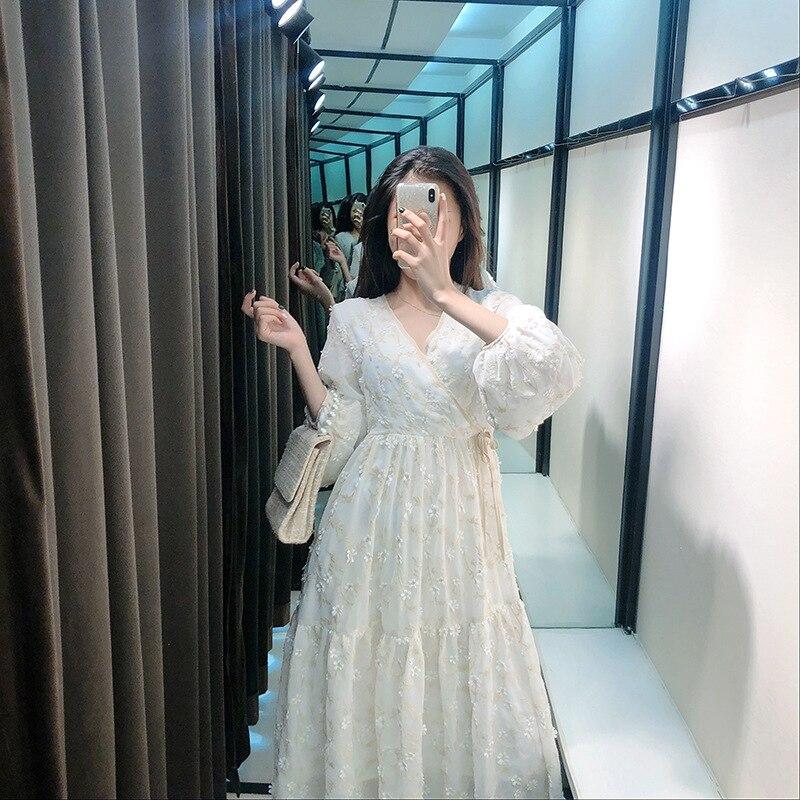 Vestido de manga de linterna con cuello en V blanco para otoño temprano 2020 con bordado de flores francesas Vintage vestidos ceñidos a la cintura P702