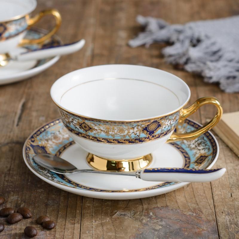 فنجان قهوة وصحن على طراز الرياح البريطانية ، فنجان قهوة صيني عالي الجودة ، صحن ريترو أوروبي ، شاي بعد الظهر ، شاي أسود