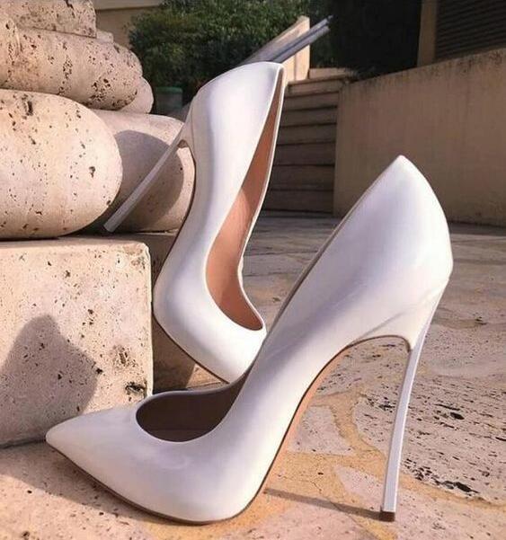 Sexy charol blanco zapatos de boda puntiagudos Metal Blade tacones bombas mujeres zapatos Slip-on personalizado mujeres zapatos de tacón alto