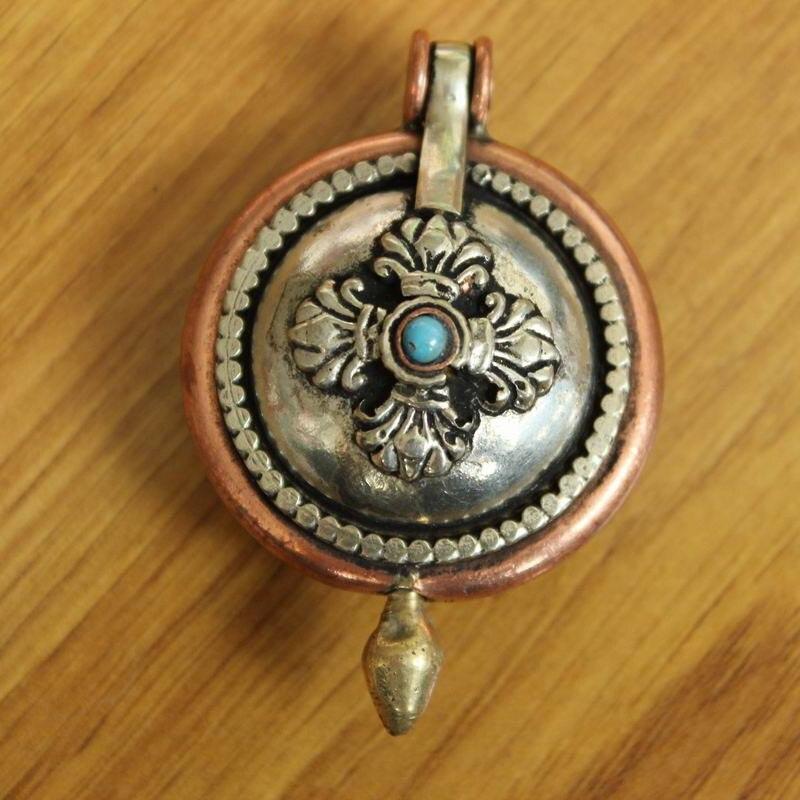 Pn053 tibetano do vintage cobre sorte nó & dorje budista caixa de oração pingente colar feito à mão nepal 37mm redondo gau amuleto