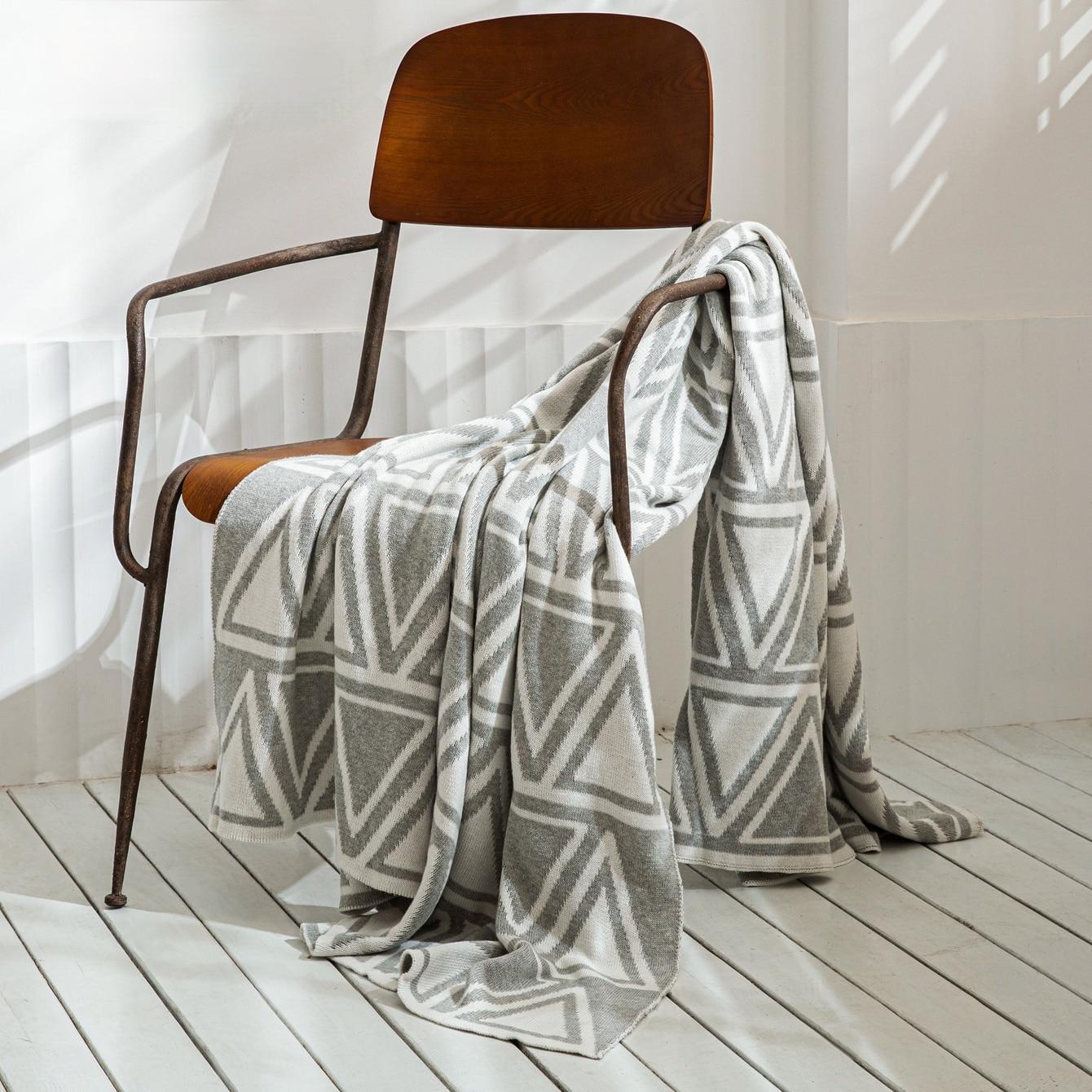 YIRUIO حك البطانيات القطن لينة الكلاسيكية رمادي أسود أبيض مثلثات نمط أريكة منقوشة رمي بطانية لبس سرير سفر يلقي