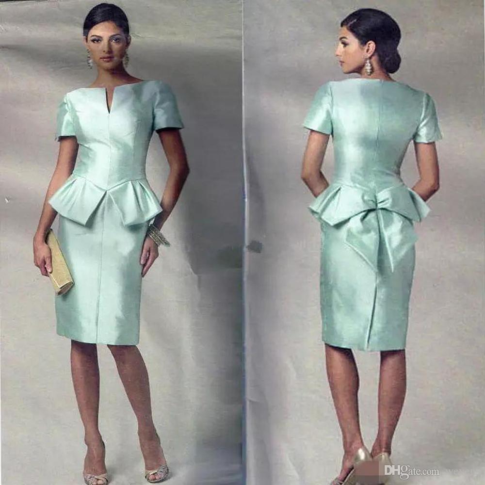 Vestidos de talla grande verde menta Madre de la novia vestidos cuello en V manga corta hasta la rodilla falda de gasa de boda Vestido corto de tafetán