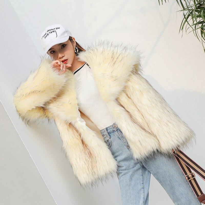 Зимнее теплое короткое пальто из искусственного лисьего меха, куртки, Женское пальто из искусственного меха енота с большим воротником, плю...