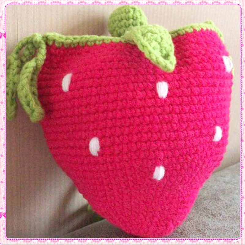 Knitting snack bag strawberry Bag Messenger Bag children's backpack lovely fruit bag hand crochet bag