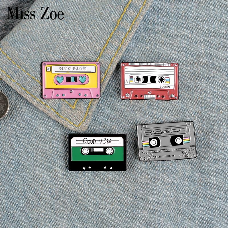 Pin de esmalte de cinta musical de los 90, Pin Vintage nostálgico de la mejor canción para bolsa, ropa, solapa, insignia regalo de la joyería de Friends
