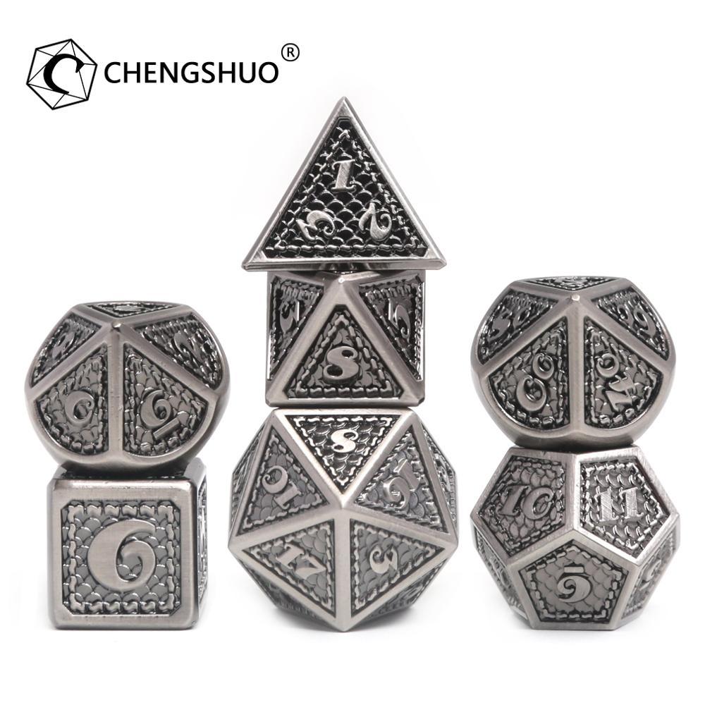 Juego de dados metálicos dnd de Chengshuo, juego de rol poliédrico d20 8, juegos de mesa azules al por mayor, patrón de dados digitales de aleación de Zinc D20 12 10 8 6