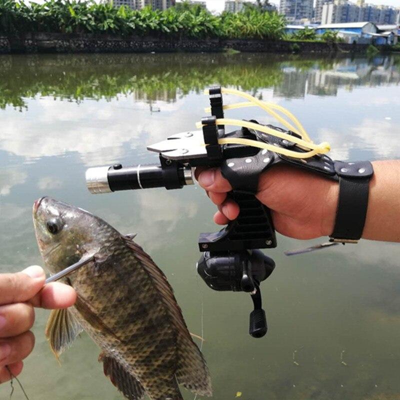 نبلة صيد مع أنبوب مطاطي ، طقم صيد مع بكرة إطلاق نار خارجية ، واقي يد يسار ، مصباح يدوي ، مقلاع