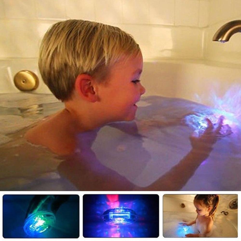 luzes flutuantes coloridas do brinquedo do chuveiro da luz da banheira