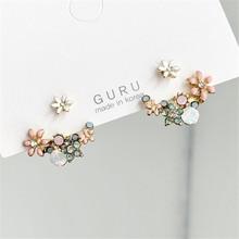 Fresh flowers stud earrings female contracted web celebrity personality design joker earrings is a niche product