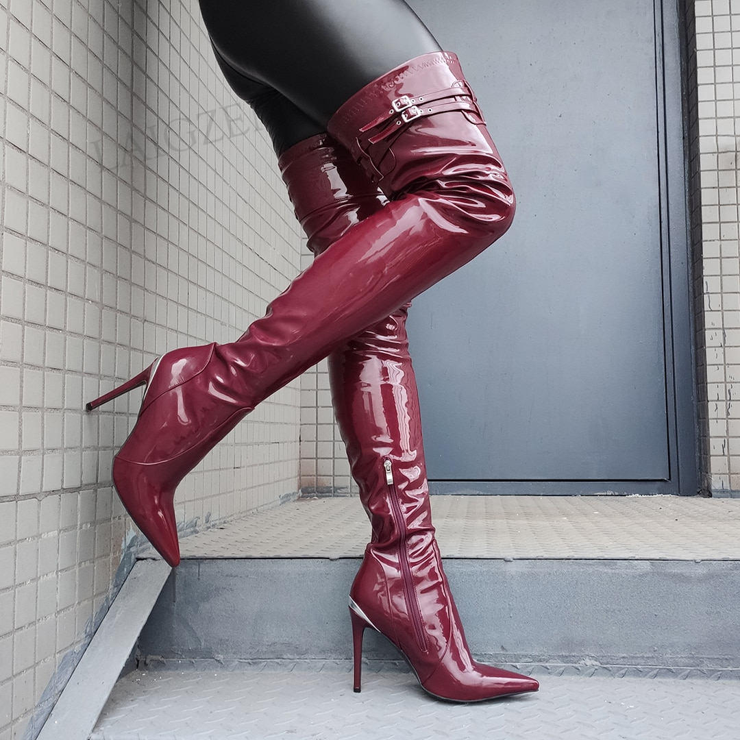 LAIGZEM سوبر النساء الفخذ أحذية عالية لامعة خنجر عالية الكعب الأحذية أبازيم أحذية الحفلات اليدوية امرأة كبيرة الحجم 39 43 44 47