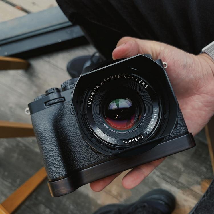 wooden Quick Release Plate QR Camera Holder Bracket Hand Mount Grip For FUJI FUJIFILM X-T4 XT4 XT-4 Battery slot open