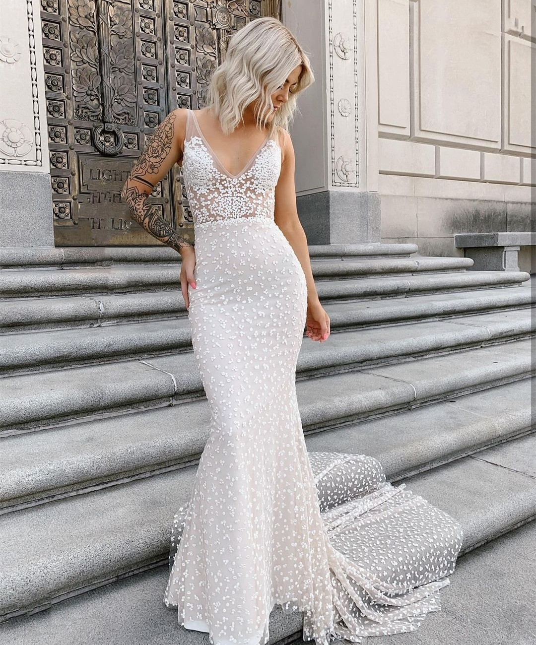 Review 2021 Mermaid V-Neck Sleeveless Wedding Dress Court Train Point Net Bridal Gown Charming Princess For Women Bridal Gown New
