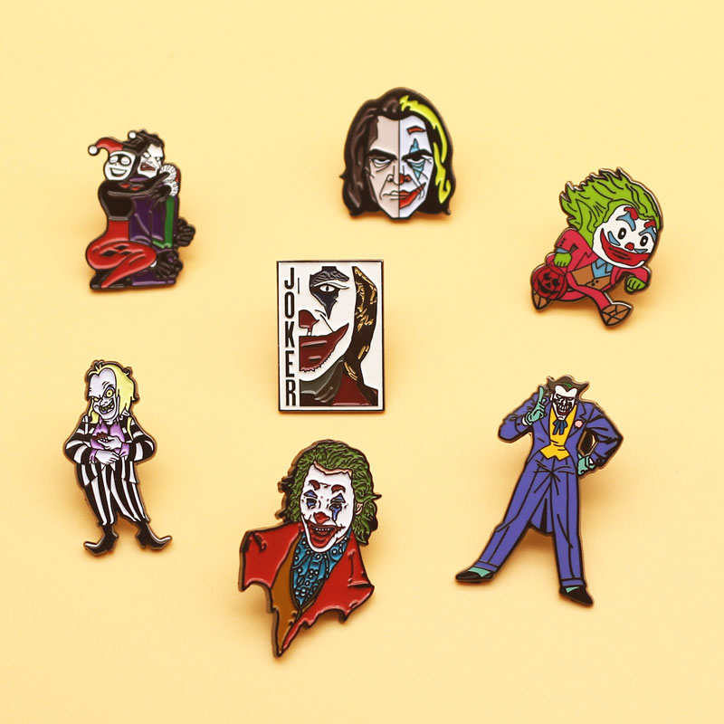 DC broches esmaltados Joker y broche con diseño de payaso de dibujos animados, regalos de joyería de moda para hombres y mujeres, ropa de Anime novedosa película, sombrero, insignias de solapa
