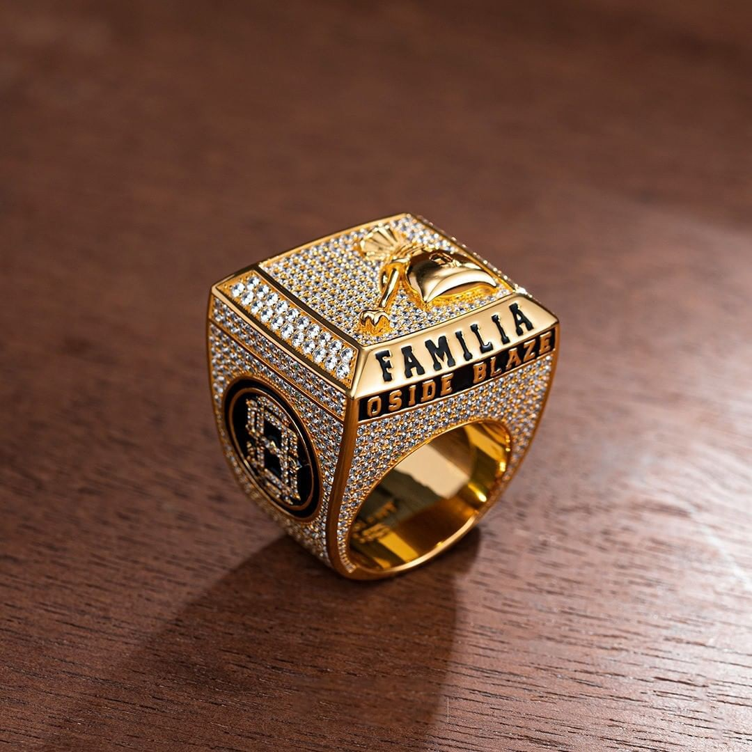 P&Y Custom Luxury Men Iced Out 925 Sterling Silver VVS D Moissanite Champion Rings