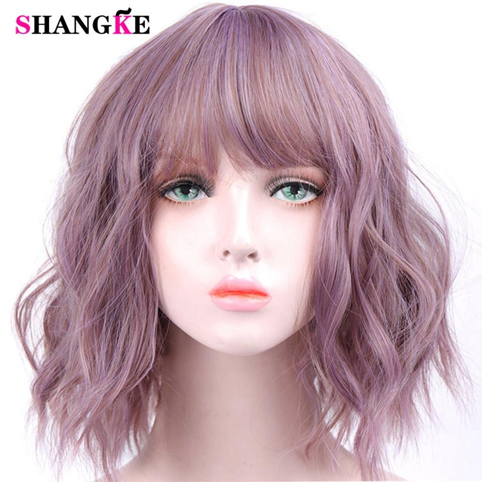 SHANGKE Kurze Wellenförmige Perücken für Schwarze Frauen African American Synthetische Haar Lila Perücken mit Pony Hitze Beständig Cosplay Perücke