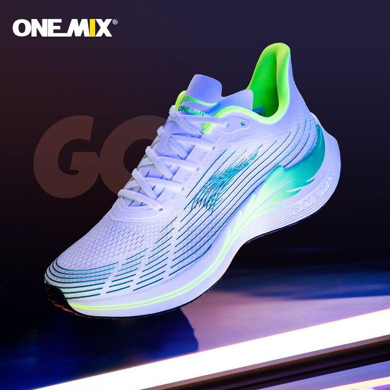 Onemix 2021 احذية الجري للرجال خفيفة الماراثون تنفس رياضة النساء أحذية رياضية الدانتيل يصل شبكة أحذية رياضية لينة ألياف الكربون لوحة