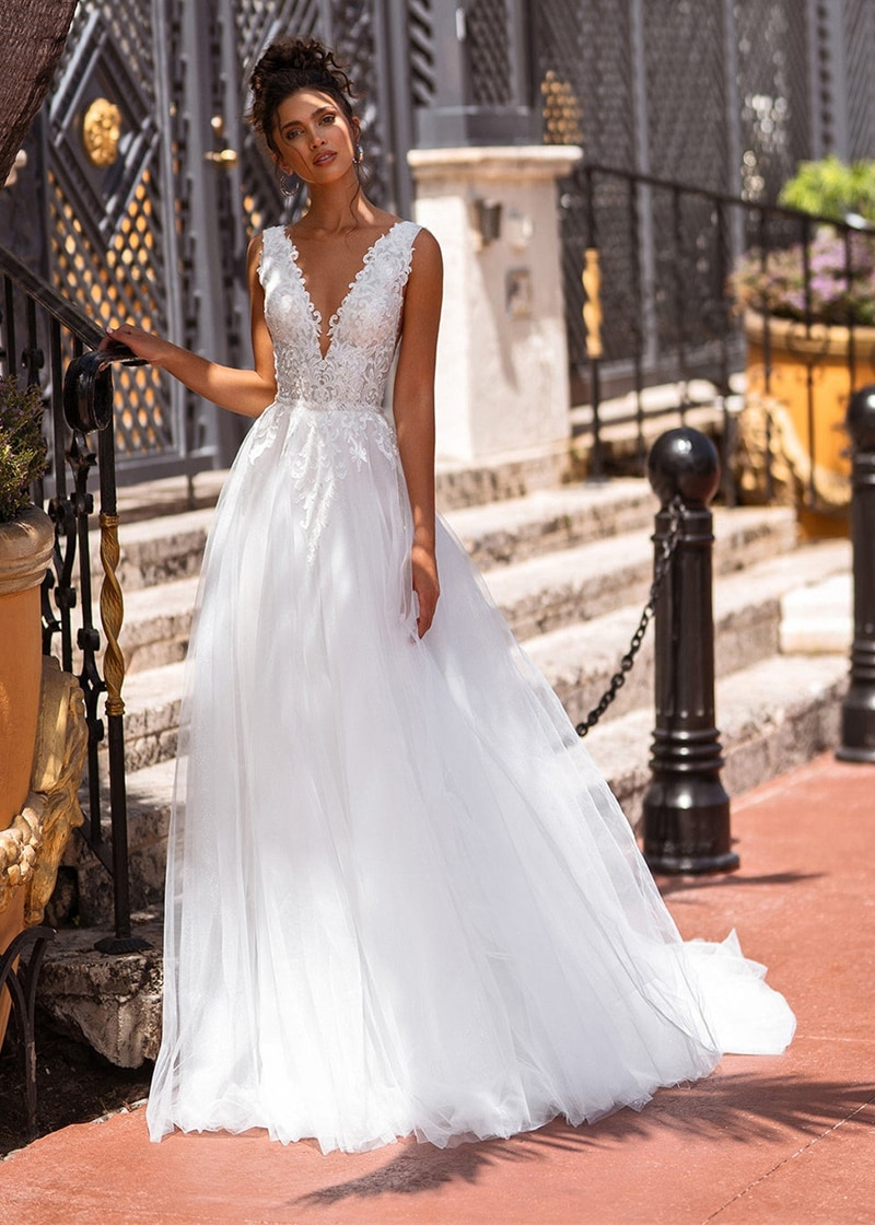 White Tulle Appliques Boho Wedding Dress 2021 Princess Long A-line Sexy V-Neck Vestidos De Novia Deep Back Pearls Robe De Mariee
