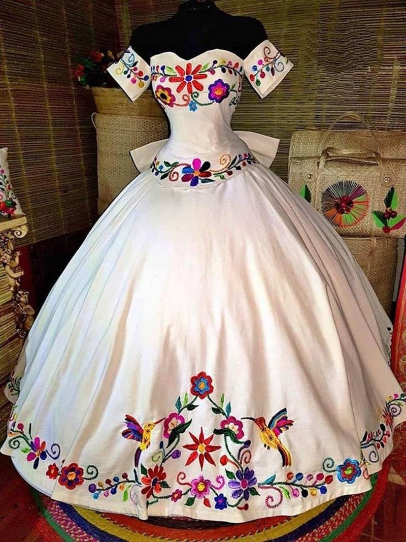 vestidos-de-quinceanera-con-tematica-mexicana-vestidos-bordados-coloridos-con-los-hombros-descubiertos-de-saten-con-cordones-16-vestidos-15-anos