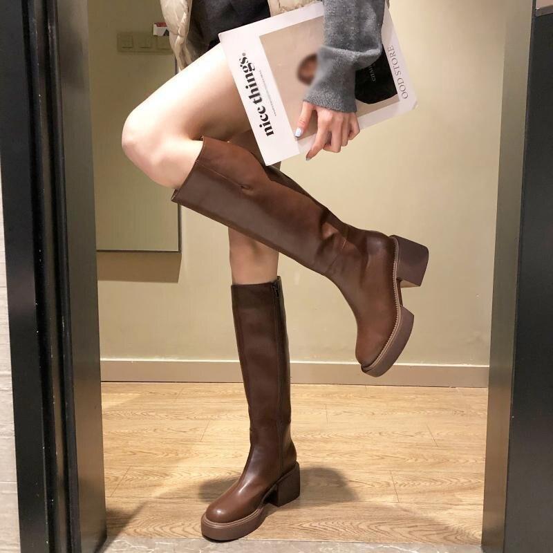 النساء فوق الركبة الأحذية الصلبة موضة مشبك حزام السيدات أحذية أنيقة مريحة بولي Pu جولة تو منصة الإناث الأحذية لينة