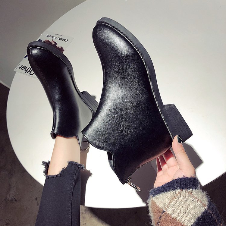 Botas de lluvia para mujer, zapatos de PVC para mujer, cuero para mantenerse caliente Martin, botas tobillo corto, remache, calzado impermeable, zapatos W29