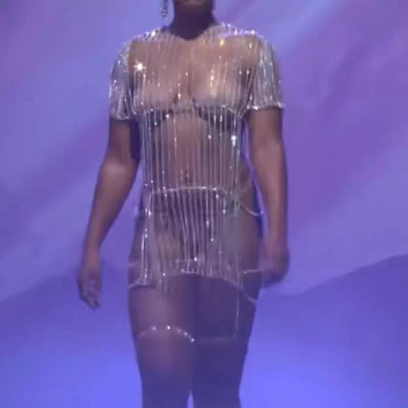 2021 فساتين حجر الراين الذهبي والفضي المتألقة كريستال طويل الشرابة سلسلة الجسم فضفاض مثير للنساء فستان صغير فاخر للحفلات والنوادي الليلية