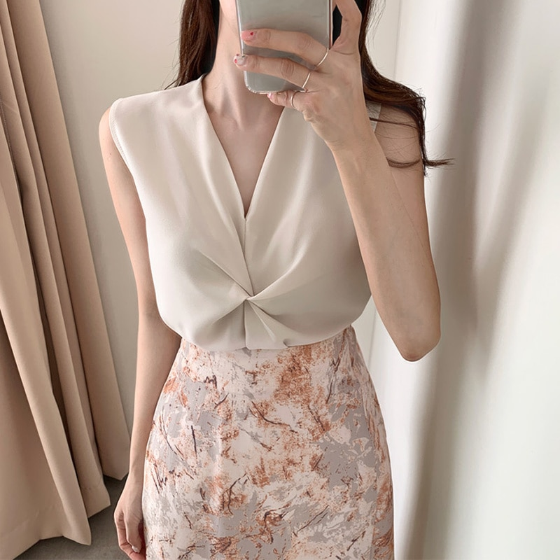 Korean Chic French Light Mature Style V-neck Kinked Sleeveless Shirt High Waist Oil Painting Floral
