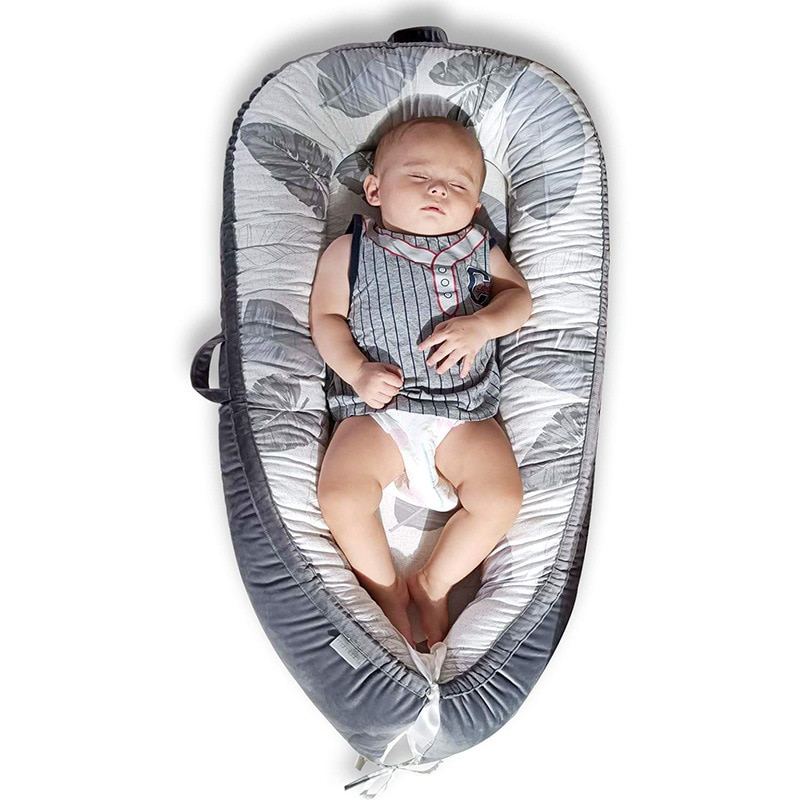 Skin-friendly and Breathable Super Soft Portable Crib Middle Bed Removable and Washable Newborn Recliner Baby Nest Travel Bed
