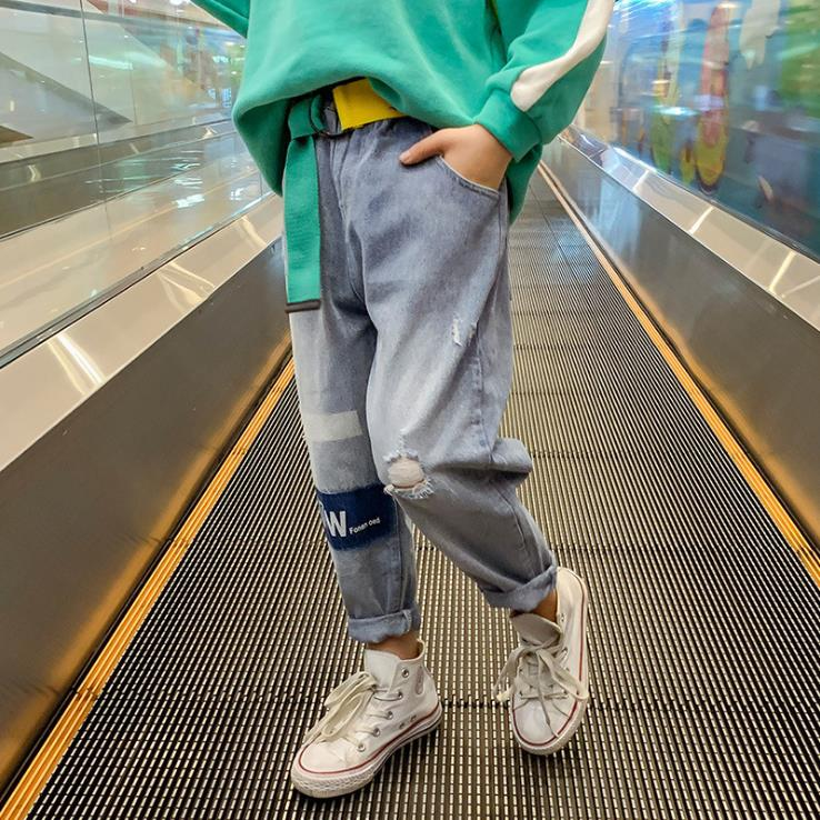 Girls fashion jeans spring wear 2020 new Korean version of childrens spring pants girls fashion web celebrity trousers