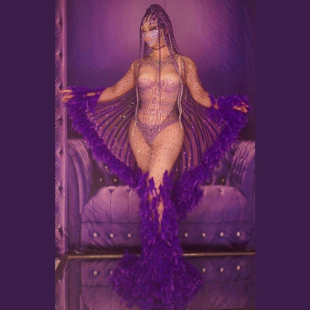 موضة شفافة الأرجواني ريشة الراين ذيل فستان طويل المرأة راقصة تظهر مساء الجناح الزي عيد ميلاد احتفال حفلة موسيقية