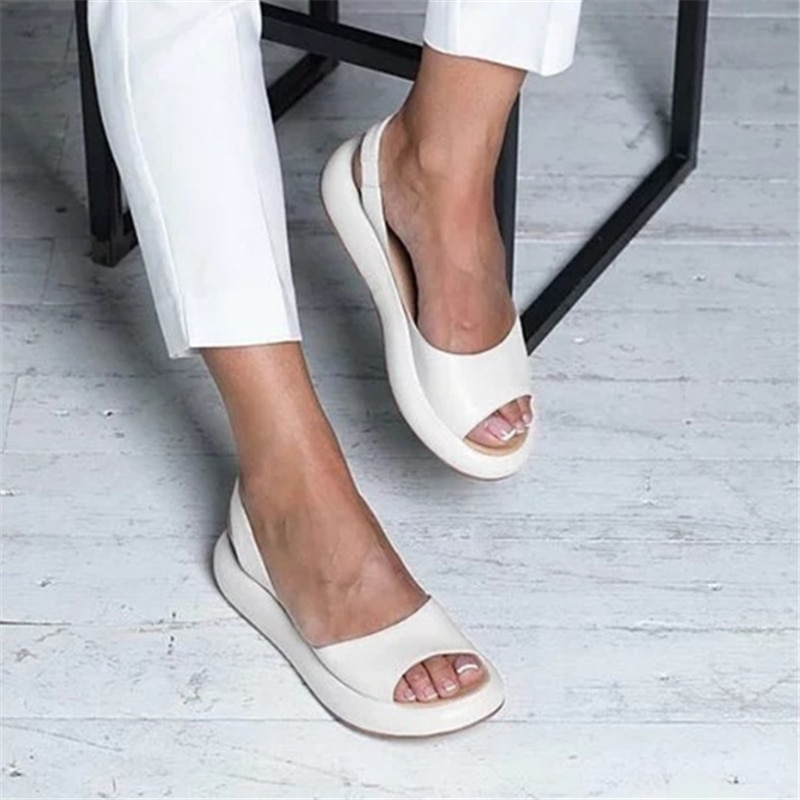 New Flat Sandals Women Casual Slippers Plus Size Female Outdoor Slippers Fashion Beach Shoes Thick Sole Sandals Summer Slippers