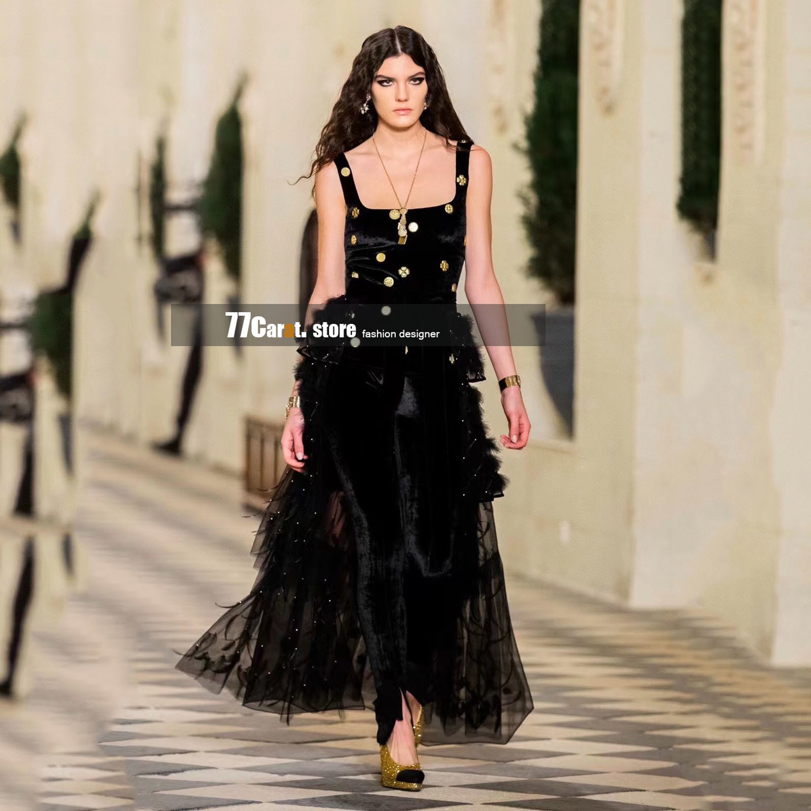 runway early autumn 2021 new style fashion womens tops for women luxury designer spaghetti strap tank top velvet branded clothes