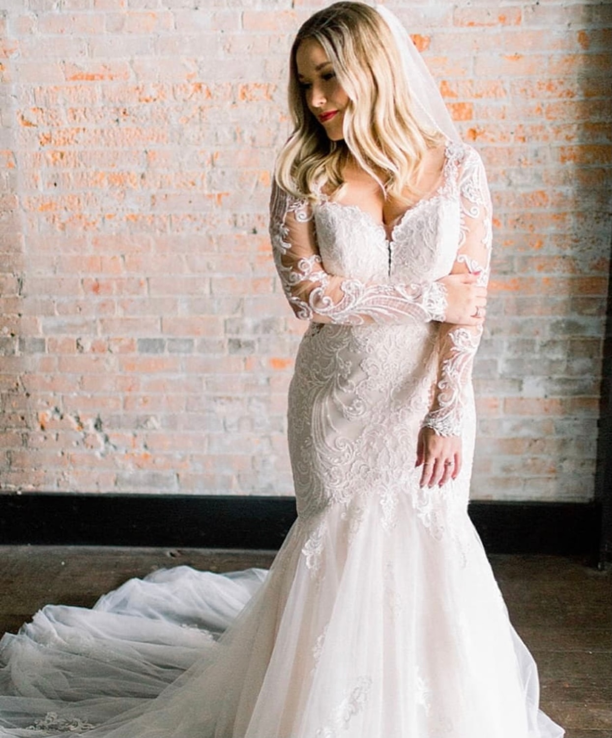 Wedding Dress Mermaid Lace Appliques Button Full Sleeve Tulle Backless Floor Length Sweep Train Bridal Gown Custom Made New