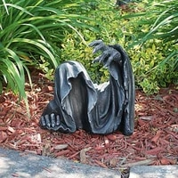 creative resin table ornaments gothic scaring human behind figure garden scary statue outdoor scene decoration k1r1