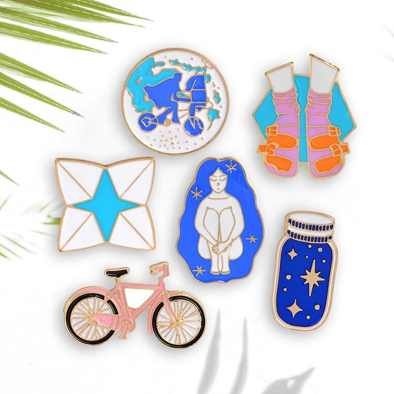 Voyage autour du monde émail broche broche randonnée vélo souhaitant bouteille Origami jeu émail bleu Badges épinglettes en gros