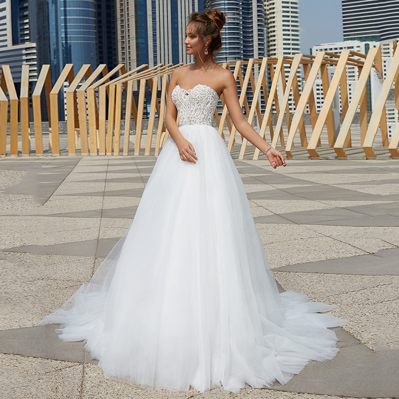 2020 elegant a line wedding dresses illusion v neck appliques sweep train bridal gowns with beaded sash custom made Tulle A-line Wedding Gowns 2021 Sexy Strapless Sweep Train Appliques Sleeveless Backless Bridal Dresses Custom Made