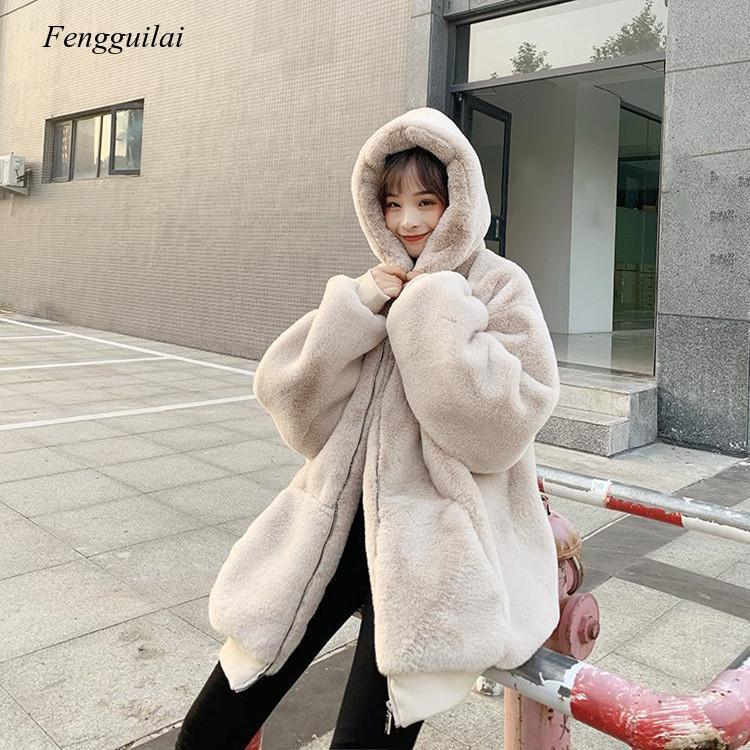 Фото - Корейское свободное плюшевое пальто, Женское зимнее пальто средней длины из кроличьего меха, новинка 2021, утолщенное пальто с капюшоном пальто средней длины с капюшоном