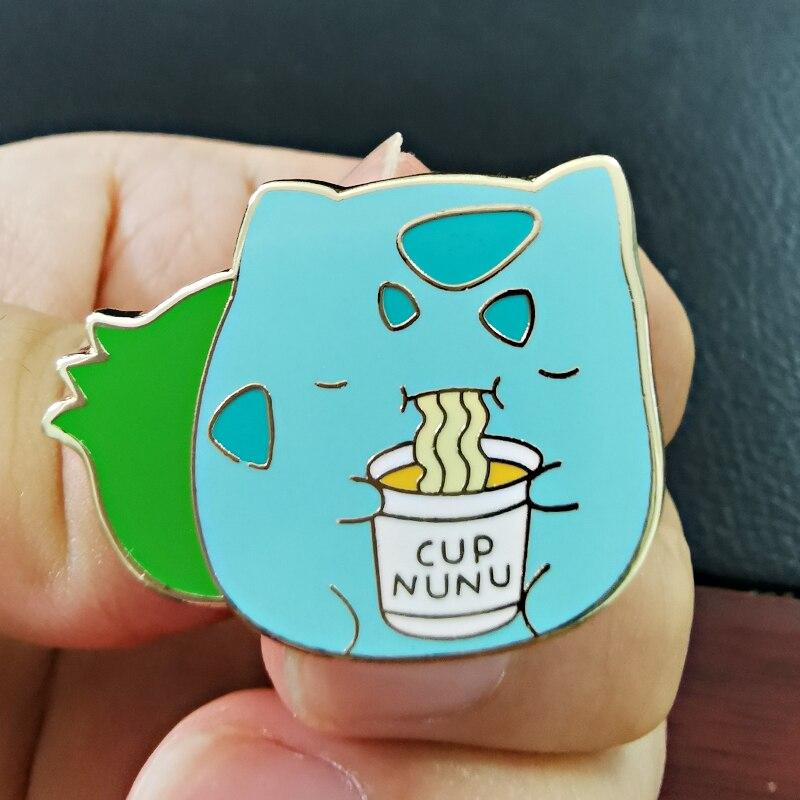 Copa Nunu esmalte Pin Ramen Pokebean broche Bulbasaur lechada la comida insignia Kawaii Animal Decoración