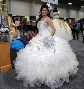 White Sweetheart Crystal Beads Ball Gowns Quinceanera Dresses  Ruffles Organza Sweet Prom Party Dress Pageant 16 Years