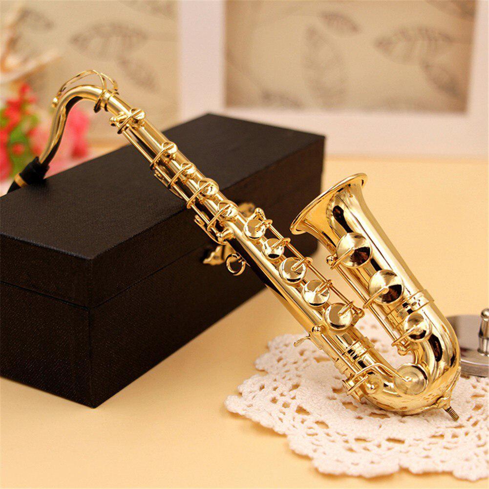 Mini Saxophon Modell Musical Instrument Kupfer Brosche Miniatur Schreibtisch Dekor Display mit box + halterung für Musical instrument