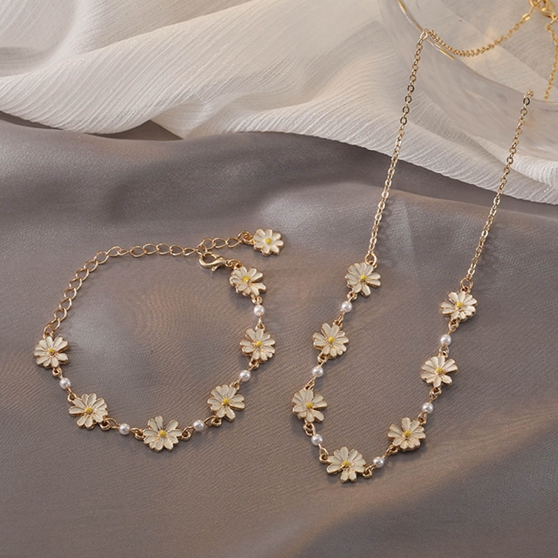Fashion Sweet White Flowers Bracelets Personality Pearl Metal Minimalist Chrysanthemum Bracelet For Women Jewelry Dropshipping