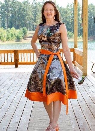 Personalizado feito na altura do joelho vestidos de dama de honra camo camuflagem vestidos de festa de casamento 2016 vestido de cetim laranja ocasião especial