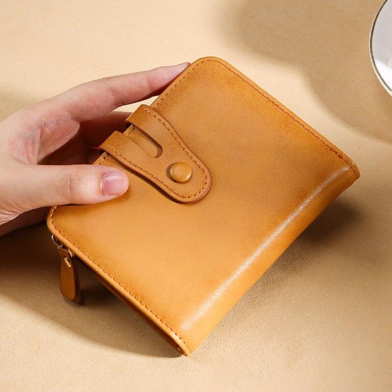 محفظة نسائية عصرية من الجلد الطبيعي مزودة بمشبك وحامل بطاقات بسعة كبيرة