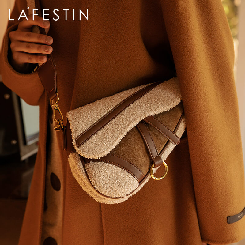 LA FESTIN 2021 الربيع والصيف واسعة حزام الكتف d-شكل السرج حقيبة الموضة البرية واحدة الكتف رسول حقائب الإناث المد
