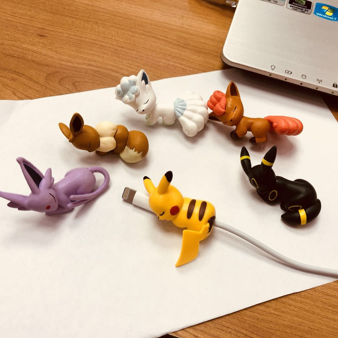 Mini Cable de mordida de dibujos animados Eevee Meowth, juguetes para morder, cargador de datos, Protector de Cable de bobinadora para Iphone, juguete para Android