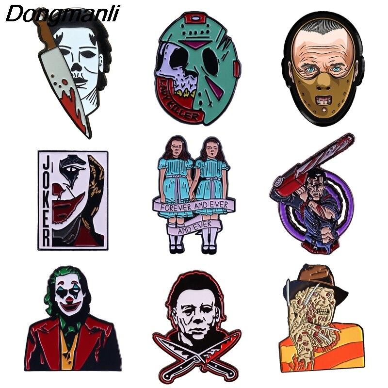 P4772 Dongmanli Halloween Horror movie Figura Esmalte Pin Broche de Lapela Emblema Do Pino Mochila Chapéu Colar Mulheres Homens Jóias Presentes