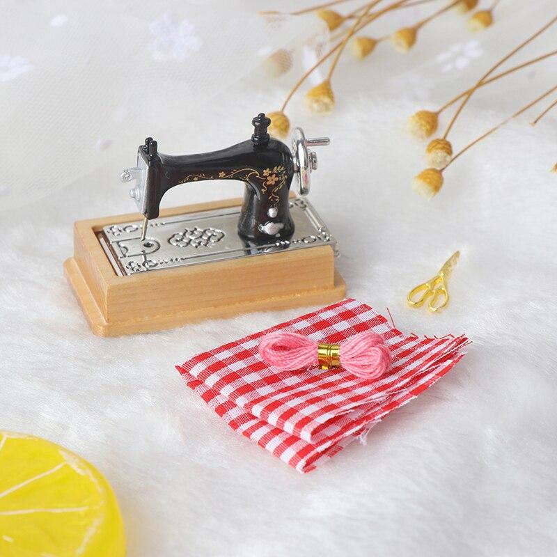 Новая миниатюрная мебель для кукольного домика, деревянная швейная машина с ниткой, ножницами, аксессуары для кукольного домика, игрушки дл...
