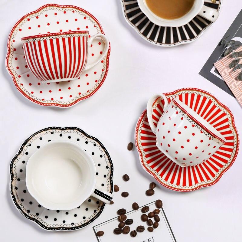طقم فناجين قهوة سيراميك ، أوروبي ، صغير ، فاخر ، للزوجين ، الشاي بعد الظهر ، ملعقة ، صندوق هدايا متطور