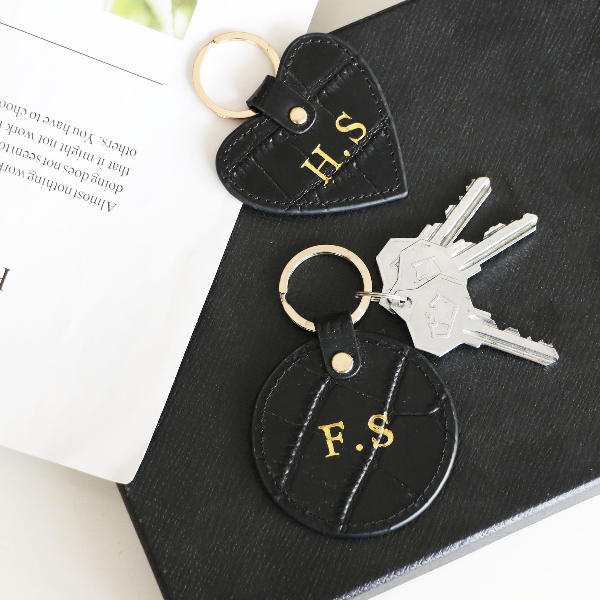 Nuevo diseño personalizado iniciales cartas patrón de cocodrilo o Saffiano cuero llavero redondo anillo de llave cartera