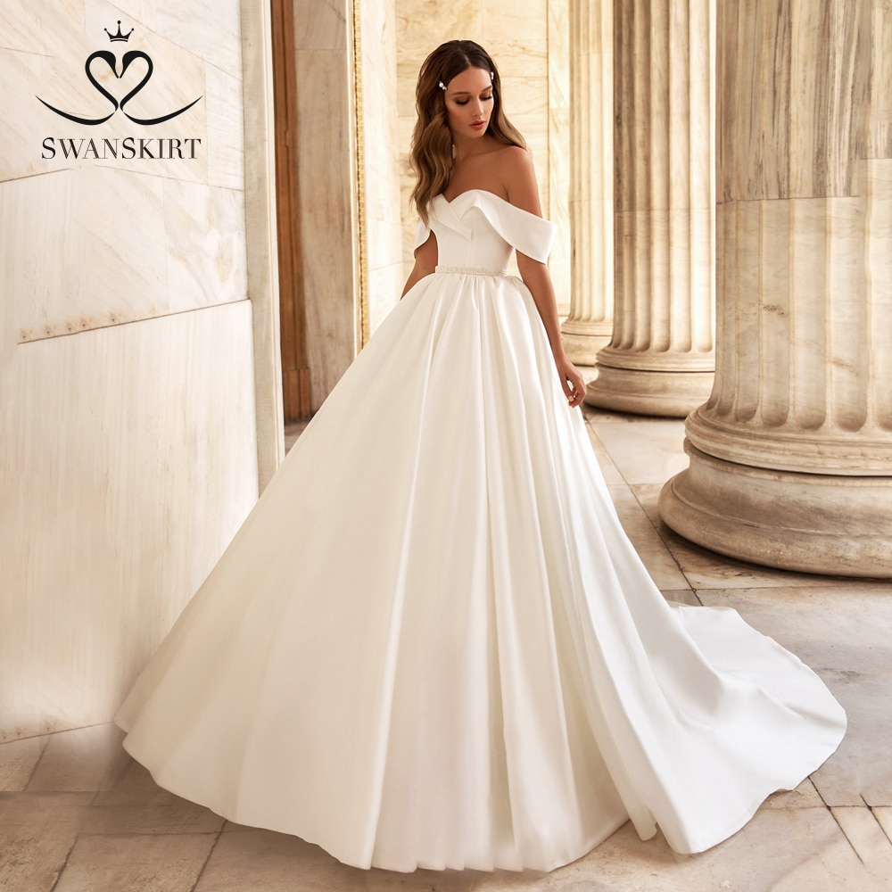 Vestido de noiva Simple Sweetheart Satin Wedding Dress Off Shoulder Bridal gown Fashion Crystal Belt Princess Swanskirt UZ28
